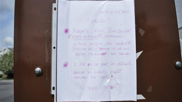 Alerte au pédophile sur les bôites postales à Repentigny au Québec.