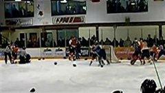 Une scène trop souvent vue au hockey