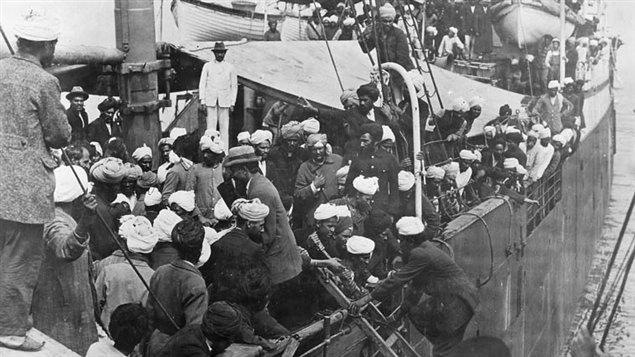 Des sikhs à bord du Komagata Maru / Bibliothèque et Archives Canada