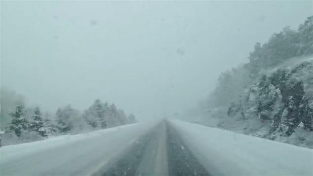 La neige a causé quelques sorties de route sur l'autoroute 10 samedi après-midi, près de Bromont.