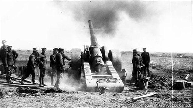Des soldats canadiens prennent part à la bataille de la crête de Vimy
