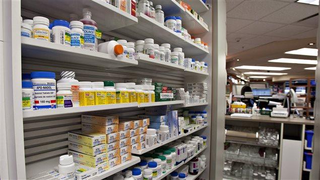 Un comptoir de pharmacie