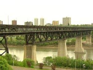La Ville d'Edmonton songe à effectuer des changements sur le pont High Level pour prévenir des tentatives de suicide.