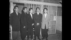 Jeunes hispano-am�ricains arr�t�s pour interrogation au d�but des ann�es 1940. <em>Daily News</em>/UCLA