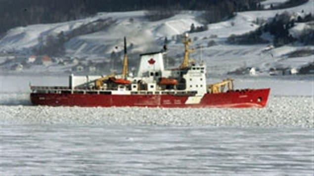 Le brise-glace et vaisseau de recherche Amundsen de la Garde côtière canadienne