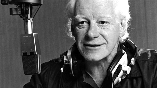 Pierre Bourgault au micro de <em>Plaisirs</em>, en 1986   ©Radio-Canada/Jean-Pierre Karsenty