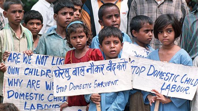 Niños de India manifiestan contra el trabajo infantil.