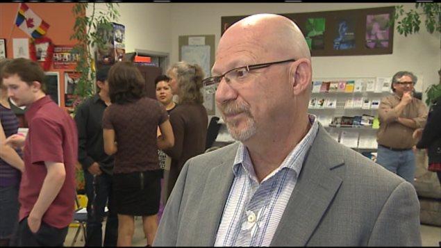 Le député néo-démocrate Randall Garrison est venu rencontrer les membres de la communauté transgenre de Saskatoon dimanche matin.