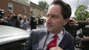 M. Applebaum quittant le QG de la Sûreté du Québec à Montréal