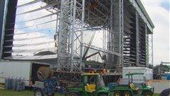 La scène principale du Festival d'été de Québec a été endommagée en raison des vents violents des derniers jours.