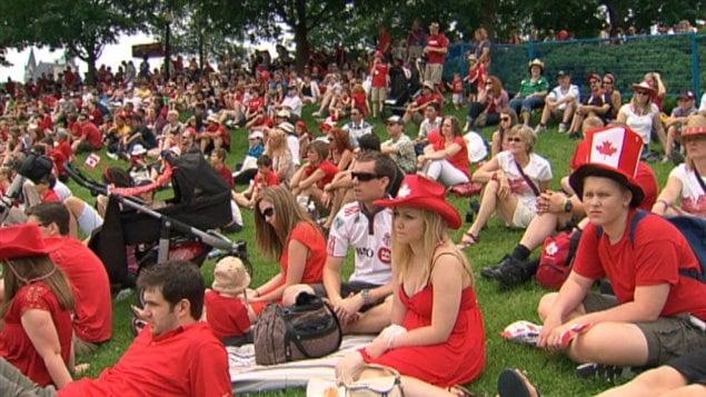 Les Canadiens sont nombreux à assister aux célébrations du 1er juillet.