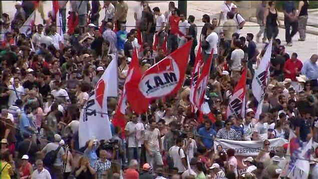 Manifestants dans les rues d'Athènes