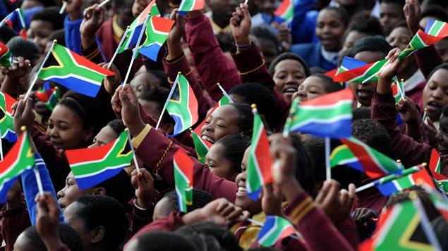 Des enfants font la fête le jour des 95 ans de Nelson Mandela en Afrique du Sud.