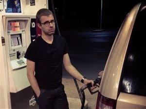 Après jouer de la flûte à bec, l'activité préférée de Vincent est de faire le plein d'essence !
