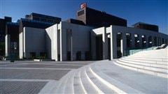 Le Musée d'art contemporain de Montréal trône en plein coeur du Quartier des spectacles. Crédit: Nat Gorry.