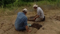 Des archéologues amateurs à la recherche d'artéfacts