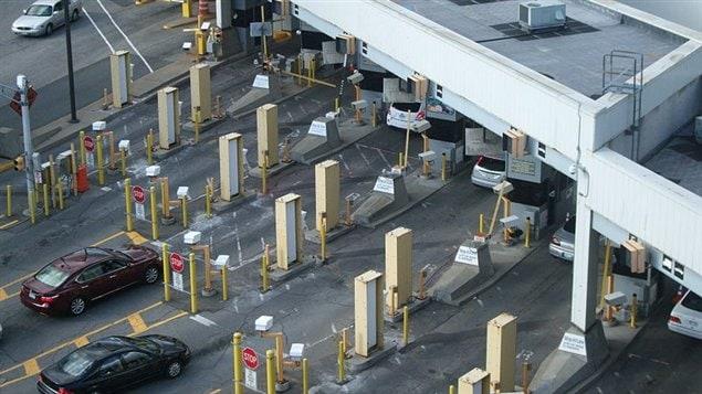 Les douanes américaines à la sortie du tunnel Windsor-Détroit.