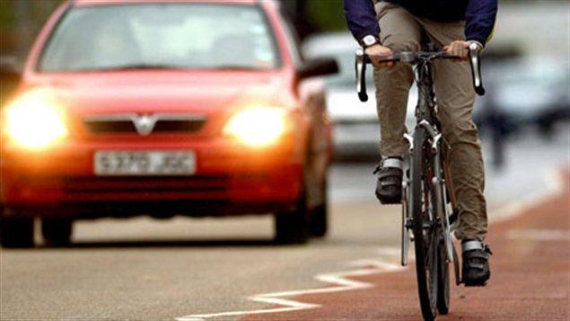 La voiture est une habitude bien ancrée que le transport alternatif peine à remplacer.