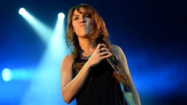 La chanteuse française Zaz lors d'un concert à Berlin, le 2 août dernier. <em>Photo : AFP/DPA/Matthias Balk</em>