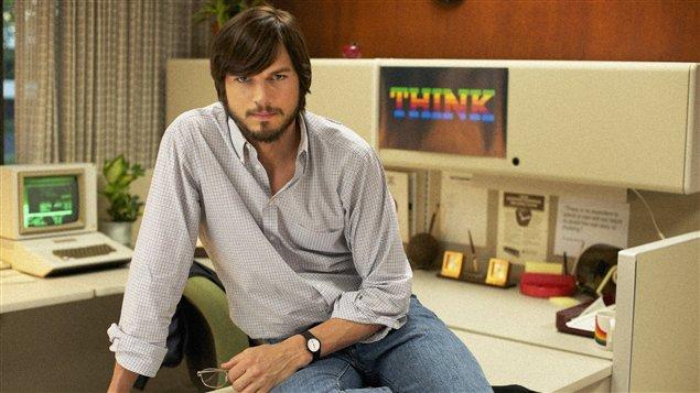 Ashton Kutcher interprète le fondateur d'Apple dans le film Jobs.