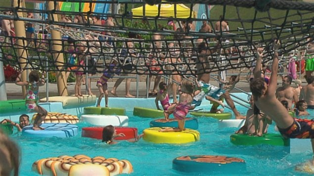 Les d fis techniques du nouveau parc aquatique int rieur for Glissade d eau interieur