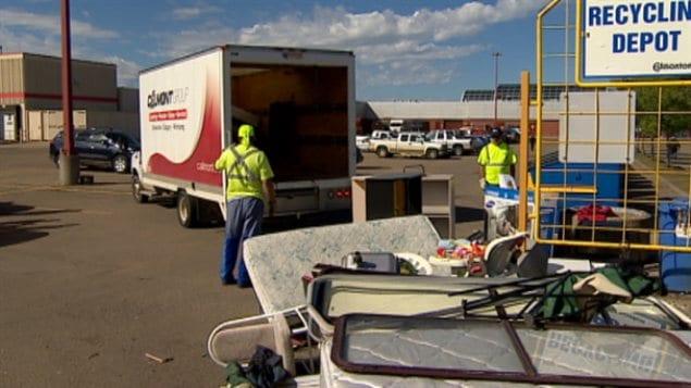 Des objets non autorisés à un dépot d'ordures recyclables d'Edmonton