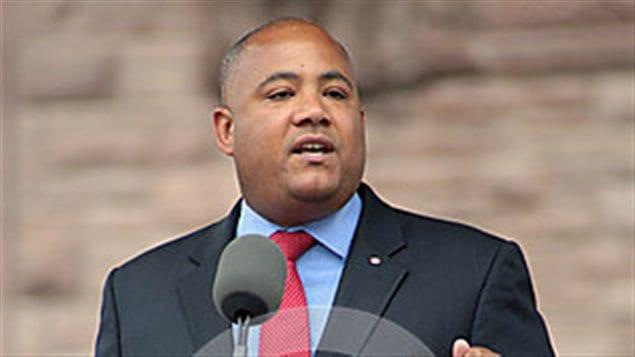 Le ministre ontarien de la Citoyenneté Michael Coteau.