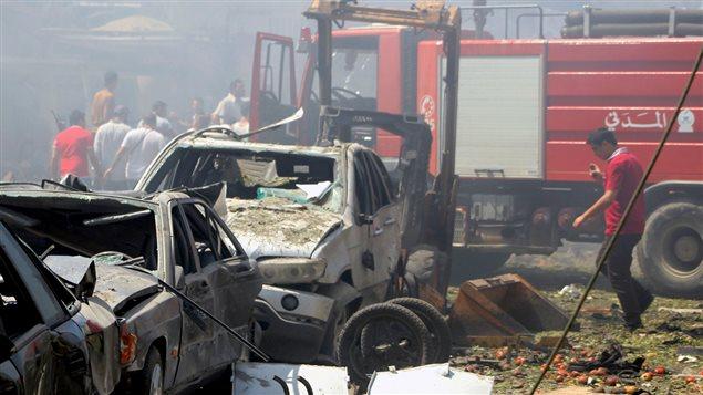Les décombres de l'explosion qui s'est produite près de la mosquée al-Salam à Tripoli, au Liban.