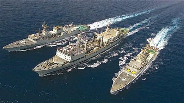 NCSM Algonquin, le NCSM St. Johns et le NCSM Protecteur