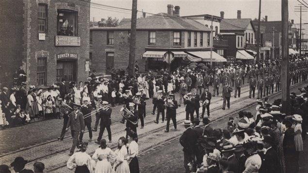 Défilé de la fête du travail à Toronto en 1905.