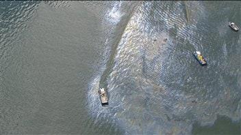 Déversement de mazout lourd dans la baie de Sept-Îles