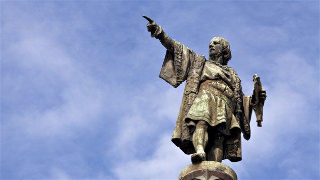 A Barcelone, la statue de Christophe Colomb, le doigt pointé vers l'Amérique (et donc le Canada)