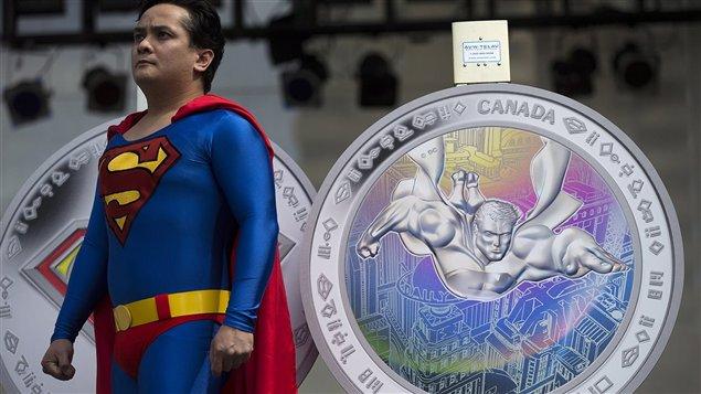 Un fan de Superman à l'inauguration en septembre dernier d'une nouvelle pièce de monaie canadienne inspirée du super-héros