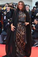 La réalisatrice Haifaa Al-Mansour sur le tapis rouge à la Mostra de Venise.