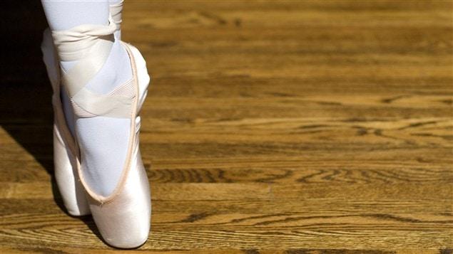 Une danseuse sur les pointes / © Gary Blakeley, iStockphoto