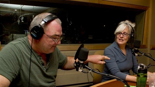 Les comédiens Gildor Roy et Chantal Baril lisent une scène du film <i>Pretty woman</i>.