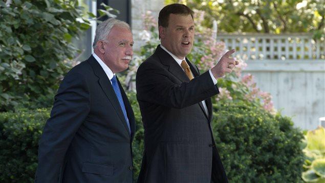 Le ministre palestinien des Affaires étrangères, Riad Al-Malki et le ministre canadien des Affaires étrangères, John Baird