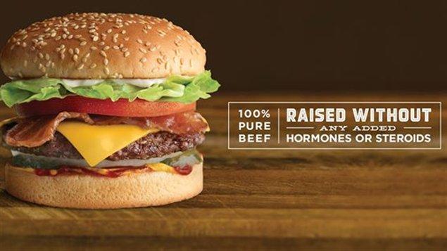 Le nouveau hamburger 100 % sans hormones ou stéroïdes de la chaîne de restauration rapide A&W.