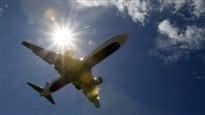 Un expert d'Ebola à bord de l'avion avec le patient infecté se fait rassurant