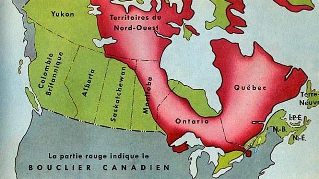 Le Bouclier canadien recouvre une surface d'environ 4,8 millions de kilomètres carrés soit presque la moitié de toute la superficie du Canada.