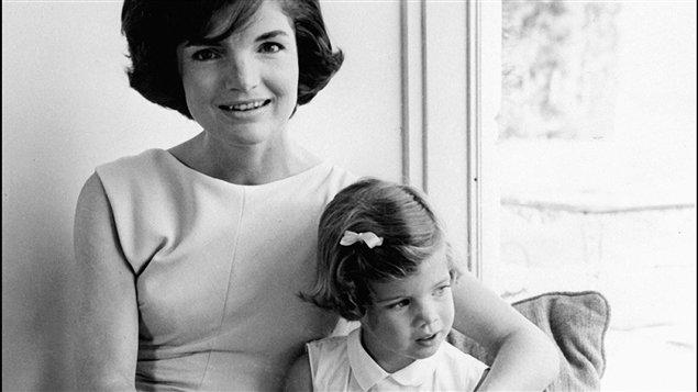 Jackie Kennedy et sa fille Caroline (photo non-datée)