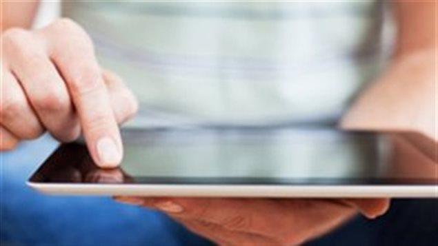 Une tablette électronique.