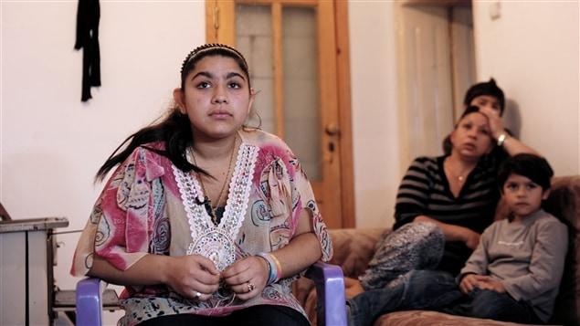Leonarda Dibrani, 15 ans, et sa famille ont été expulsés de France pour y être entrés illégalement. La jeune fille a été arrêtée alors qu'elle participait à une sortie scolaire.