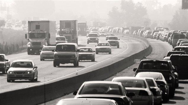 Huit ans après avoir signifié son intention de réglementer le secteur du pétrole et du gaz, responsable de la plus forte hausse des émissions, le gouvernement fédéral a reporté à maintes reprises la mise en oeuvre des règlements visant l'industrie.