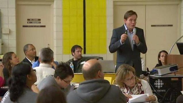 Jeudi soir, des parents d'élèves ont été invités par la Division scolaire Louis Riel à une réunion publique afin d'envisager les solutions possibles à mettre en œuvre face au manque d'espace dans deux écoles d'immersion de St Vital.