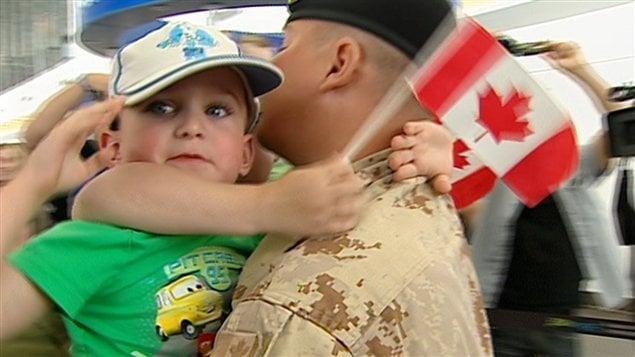 C'est il y a une dizaine d'années que l'impact du stress sur des familles de militaires canadiens a commencées à être sérieusement documenté pour la première fois, cela coïncidait avec la présence en grand nombre de nos militaires en Afghanistan.
