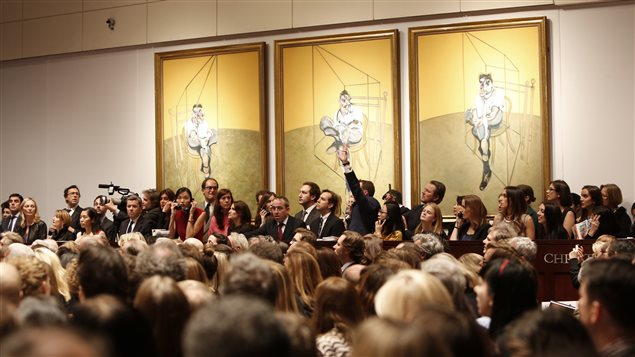 La mise aux enchères de Trois études pour le portrait de Lucian Freud, de Francis Bacon chez Christie's à Manhattan.
