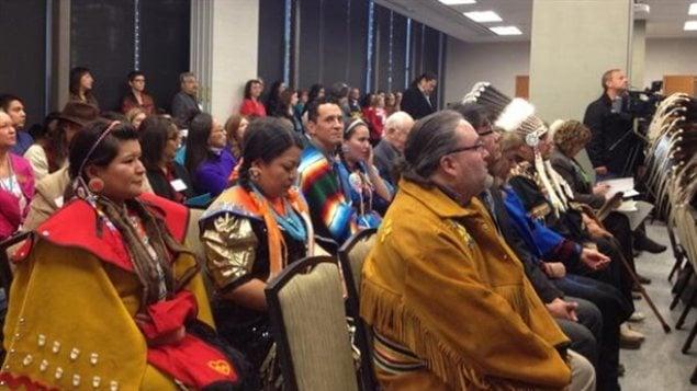 Des représentants autochtones à l'ouverture du centre Iniikokaan au collège Bow Valley de Calgary