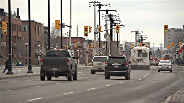 Des véhicules au centre-ville d'Ottawa (nov 2013).