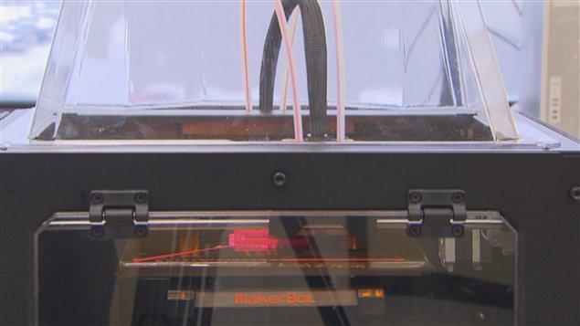 construire une imprimante 3d pour faire un monde ici radio canada premi re. Black Bedroom Furniture Sets. Home Design Ideas